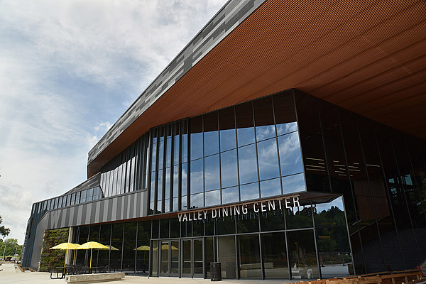 Cutting edge eats wmu opens new valley dining center for Dining at at t center