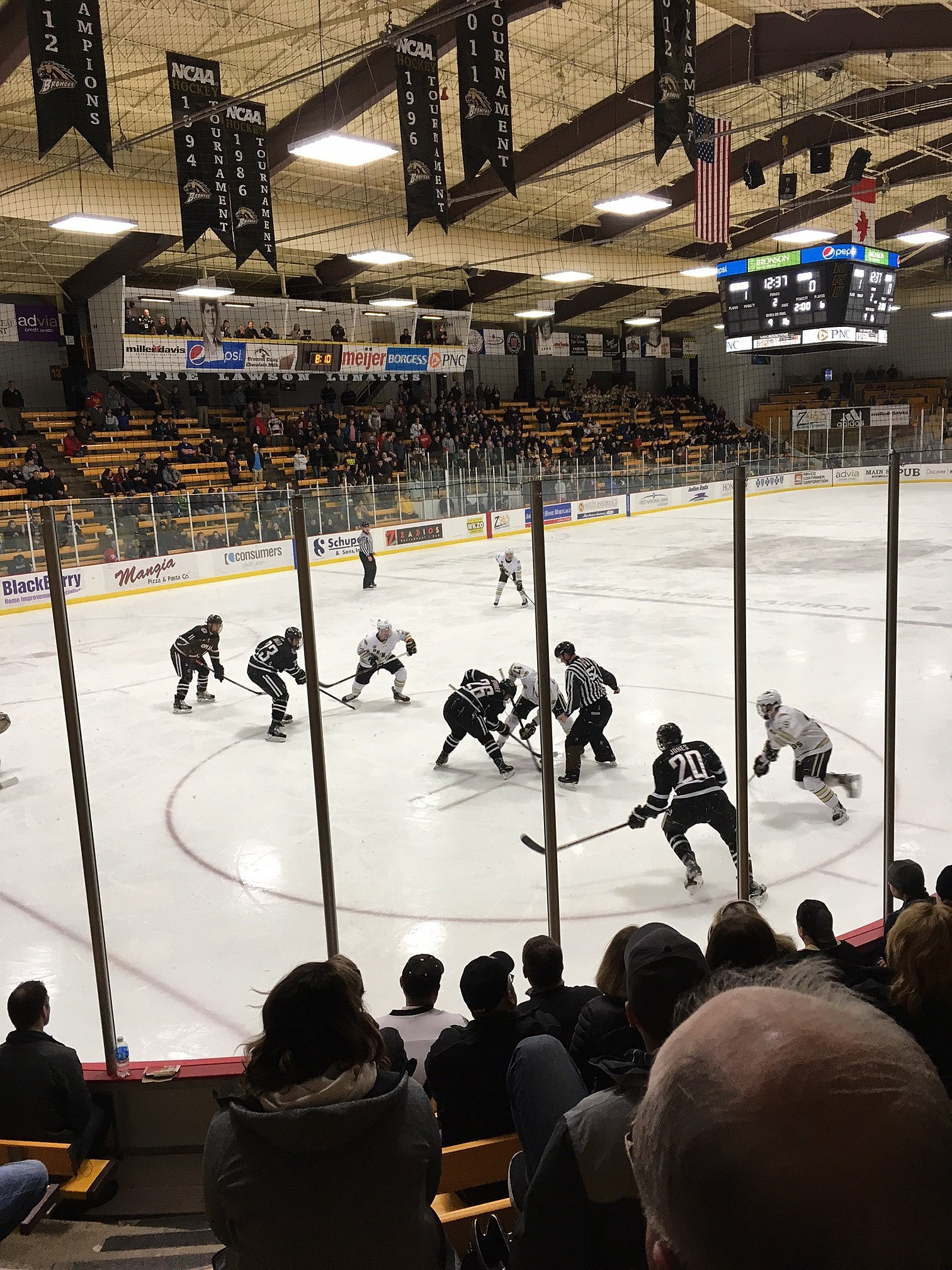wmu hockey vs. Neb. Omaha